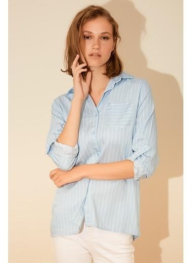 Reyon Çizgili Tek Cep Kadın Gömlek Mavi/Beyaz Mavi